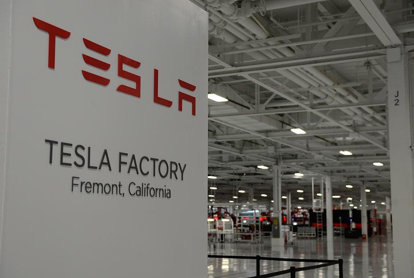Programación de KUKA KRC4 para Tesla en EEUU