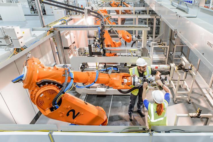 Programación de robots ABB para Ford en Inglaterra
