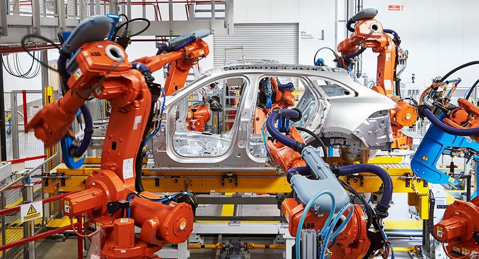 Programación de robots ABB para Jaguar Land Rover en Nitra
